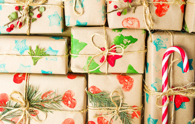 christmas presents canstockphoto52339669 12 4 17